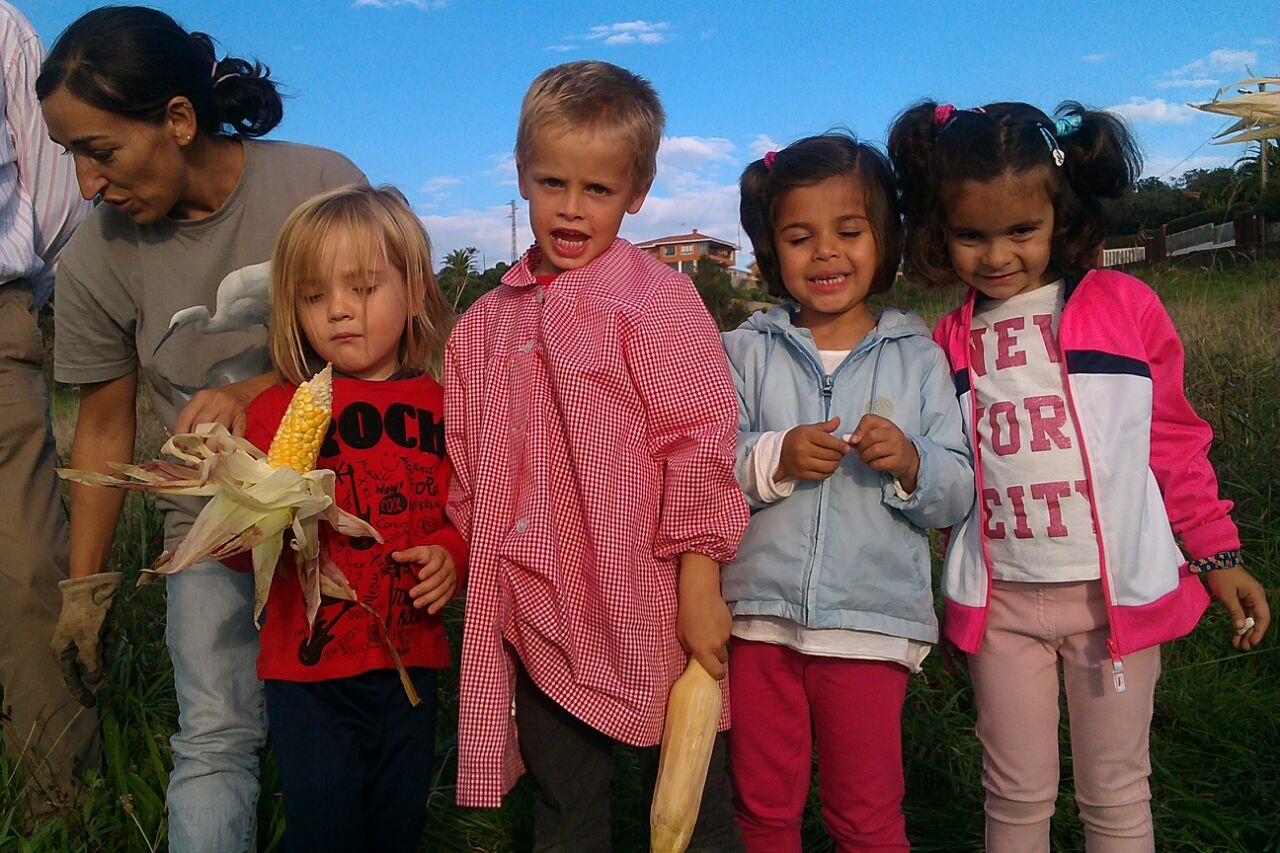 Niños en actividades de huerta EcoAsturias